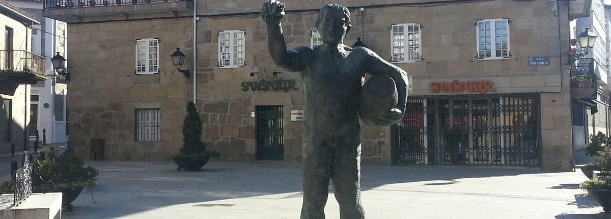 Estatua Dios Baco Plaza Ramón Cabanillas