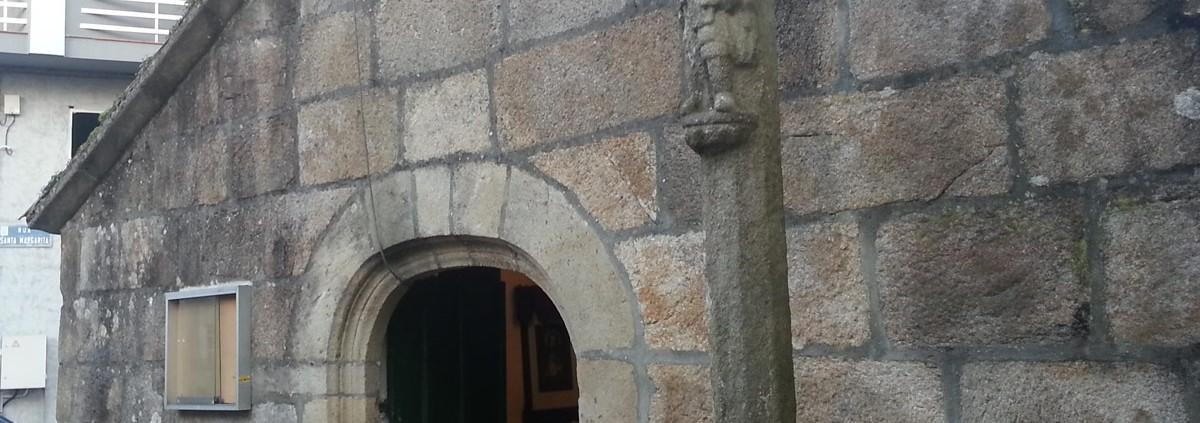 Otra vista lateral de la Capela de Santa Margarida