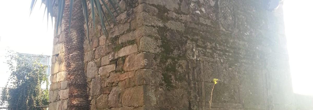 Torre Da Homenaxe Vista Lateral Cercana